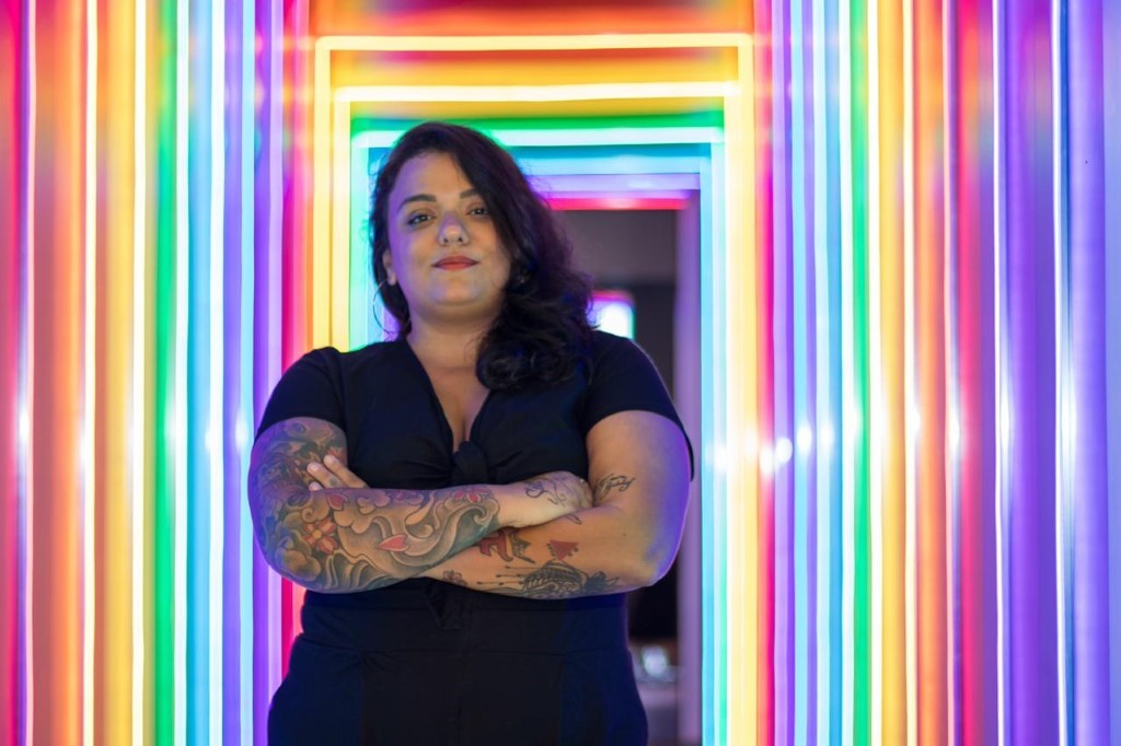 Lela Gomes, dona de bar lésbico em Botafogo: 'Tudo o que a sapatão gosta' |  VEJA RIO