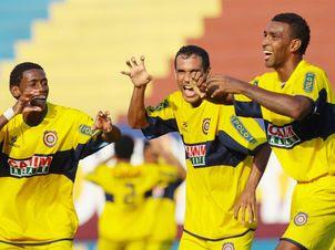 Atletas comemoram acesso a Série C, após vice-campeonato em 2010. Crédito: Blog Fut F-1.